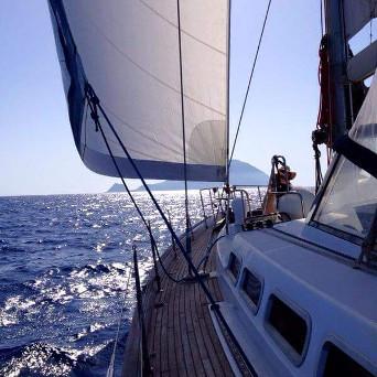 Crociera cabin charter barca vela magiche Eolie in Italia